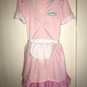 Milkshake-pige-kostume - brugt en gang til foto, ellers ikke - mærket er smiffys, og kjolen er en str S.   Skriv for flere billeder🌞  Er fleksibel ift. priser💚