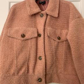 Fineste oversize jakke fra ZARA. Perfekt med en strik indenunder.