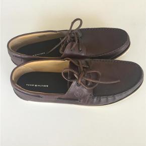 Varetype: Sko Farve: Brun Prisen angivet er inklusiv forsendelse.  Lækre sailor sko i lædde. Brugt få gange. Indvendigmål er ca. 30 cm