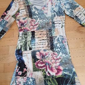 Skøn kjole i 95%viscose og 5%elasthan.  Den har været brugt 1 gang.