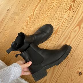 Læderstøvler fra Sixmix. Ingen synlige brugstegn. De er blevet blevet smørret ind med læderbalsam :-)