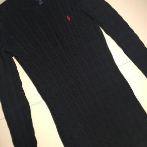 Super lækker kjole i kabelstrik fra Ralph Lauren. Kom med et bud:)