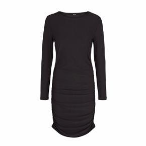 8ca5f316 Lækker Liberte essentiel kjole. Model Alma long dress. Str s/m. Den