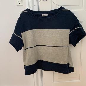 T-shirt i tyndt sweatshirt materiale. God kvalitet, men også blevet brugt