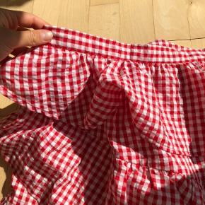 Super smuk nederdel med flæser i det populære køkken tern