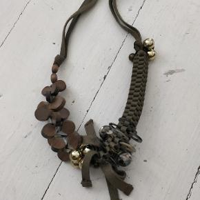 Fin Max Mara halskæde, er som ny, men bliver ikke brugt mere.