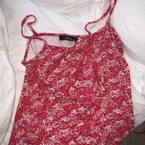 Super fin blomstret trøje/top God til fest, hjemme, eller en sommerdag Vintage H&M Str M, svarer til S/XS Byd❤️