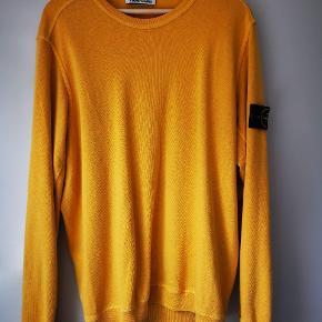 Stone Island classic dyed garment sweatshirt. Cond 8/10. Kvittering haves. 2 diskrete mørke pletter midt på ryggen. Str XL men fitter L