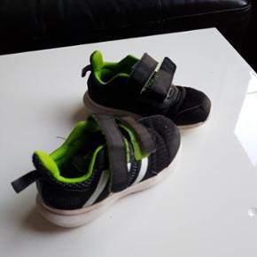 Adidas sko I str.25 God stand brugt som ekstra I børnehaven