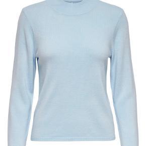 Brugt 1-2 gange. Sælger denne fine lyseblå sweater fra only, da jeg simpelthen ikke får den brugt.  Den er super blød og derfor rar at have på.  ASOS, na-kd, brandy melville, verge girl, sundae muse, prettylittlething, missguided  Tags: