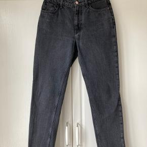 Materiale: 100% bomuld MOM Jeans