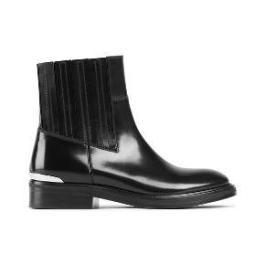 Super fede Acne støvler, som aldrig rigtigt er brugt. Købte dem for mange år siden.  Læderet er urørt og passet godt på - de er også forsålet.