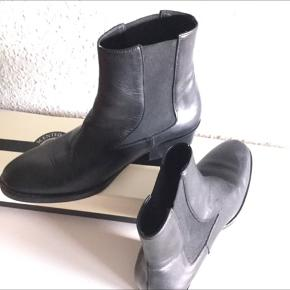 'Zilla 'style  classic boots , 38  very good condition , worn few times . New price was 2400 dkk