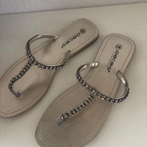 PIECES sandaler