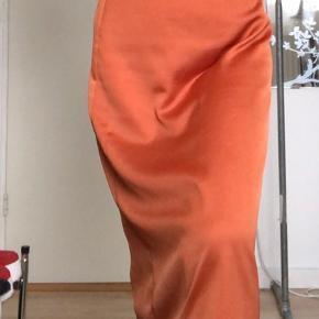 Midi satin nederdel fra VILA Flot bronze farve