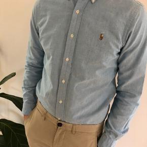 Den velkendte Oxford skjorte i ren bomuld. Jeg er 186 cm og vejer 80 kg.
