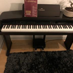 Yamaha clavinova cvp-85a El klaver med 88 vægtede tangenter ( rigtigt god hammerslag) sælges. Super fin el klaver med en masse funktioner. Lyder virkelig godt, og kan bl.a spille som et flygel.   BEMÆRK:  Den har et lille problem. Når den tænder efter et stykke tid, så kan den godt finde på og at lave brummen og mislyde dog forsvinder dette efter få sekunder.  Byd gerne