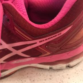 Rigtig fin stand, er brugt sparsomt, så mange gode km tilbage i dem😉 Indersål er aldrig brugt, da jeg har specialsål fra fys, som jeg bruger i mine sko. De org til disse sko har derfor været taget ud.  Gel Kayano 22.