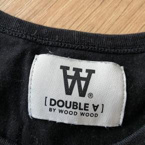 Sort Wood Wood double A t shirt, den er brugt okay mange gange, men er stadigvæk i god stand. Byd gerne.