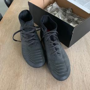 Adidas predator fodboldstøvler str.40. Brugt til 1 træning. Nypris kr. 1000