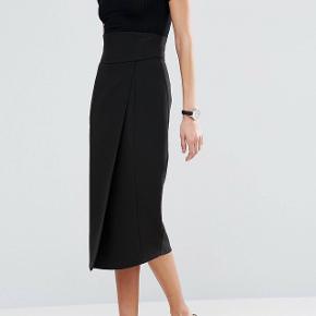 Asos nederdel med korset detalje. Aldrig brugt. I størrelse 34.