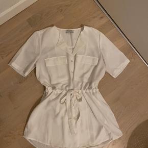 Endnu en fin bluse fra PIECES, blusen er igen kun blevet brugt 1-2 gange!