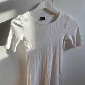 Basic hvid t-shirt fra Gina Tricot