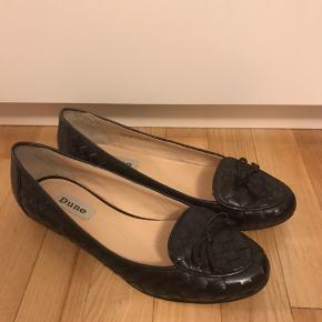 Fine sorte flet ballerina sko / loafers fra Dune. Str. 38 Brugt én gang i nogle timer, så lidt brugsspor Æske medfølger.