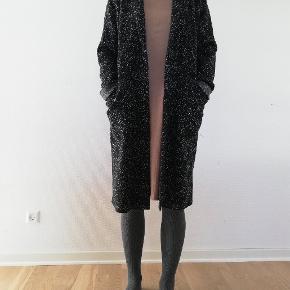 bryst: 65 cm længde: 100 cm