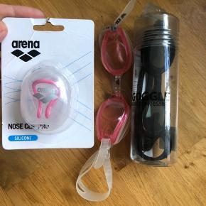 Næseclip i pink fra Arena, aldrig brugt  Svømmebriller aldrig brugt (sort)