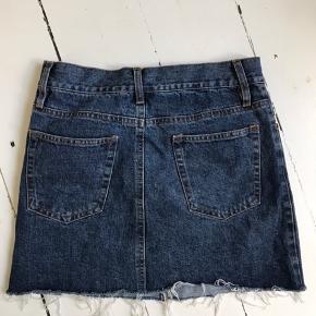 denim nederdel købt i Brandy melville 💜 der står 38 i, men den passer en s-xs i størrelsen