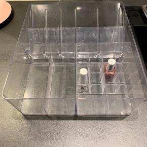 Fin opbevaringsholder til f.eks. Makeup. BYD ☺️