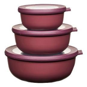 Mepal Cirqula opbevarings- og serveringsskål - rummelig og praktisk i kølige, nordiske farvetoner. Samtidig er skålen dekorativ og velegnet til servering. Sæt bestående af 350 ml, 750 ml og 1250 ml.