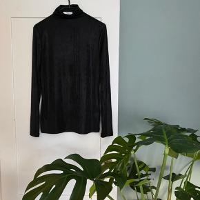 Flot lidt shiny, halvtransparent bluse.   #30dayssellout