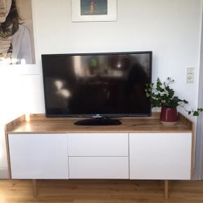 Aarup Skænk fra Jysk Købt i 2017  Fremstår som ny, helt uden skrammer Nypris: 1299,- Sælges for 400kr  Sælges usamlet