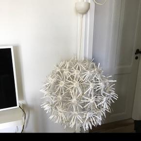 Stor loft lampe fra IKEA 55 cmDen mangler et bundt papir på det ene vedhæng, men ikke i øjenfalende. Hentes på Frederiksberg