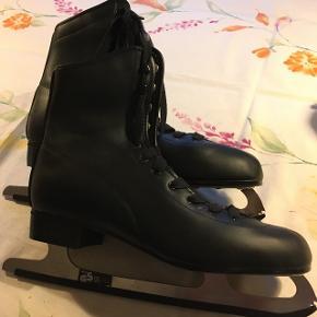 Sorte kunstløber skøjter i kunstlæder str 45