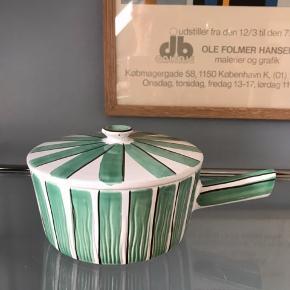 Stribet sildeskål fra HK Keramik som naturligvis kan bruges til andet end sild. Skønt udtryk.  125kr.  #khkeramik #danskkeramik #sildeskål #keramiksildeskål #keramik #keramikskål #lågskål #humlebækkeramik #hedehuskeramik