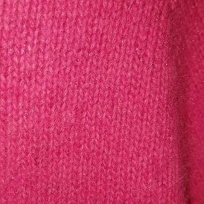 50 % Uld 10 % Angora  Med glimmer i strikket.
