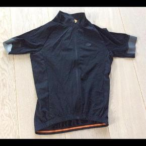 Brand: Canyon Varetype: Dame  cykle jakke Størrelse: S Farve: Sort  Ny Dame cykle bluse