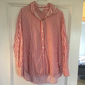 Bolsje-stribet skjorte fra H&M. Brugt, men fortsat super fin. Str. 42.