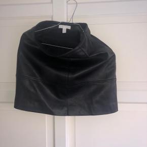 H&M imiteret læder nederdel  Str XS  Sort