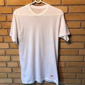 Supreme trøje  Cond 9 Brugt en eller 2 gange  Pris 250kr fast  Str M