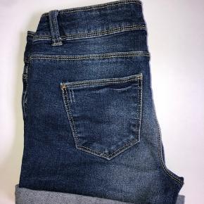Mørkeblå denim shorts fra Jacqueline de Yong i str. 26💙
