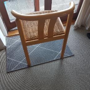 6 spisestole fra Boltinge stolefabrik De er fremstillet af Hans J. Frydendal Model Cleopatra 50 De er i lakeret bøg og fremstår med brugsspor men er alle i god stand Kan hentes i Ringe Spørg ved interesse efter flere billeder