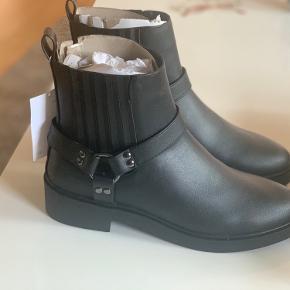 Helt nye ankel boots  Aldrig brugt - Stadig med prismærke