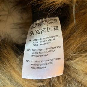 Str. Onesize  Pandebånd i fake fur.   Sender gerne, køber betaler for porto.  Vægt: 103g Porto: 37,50kr med Dao  #30Dayssellout