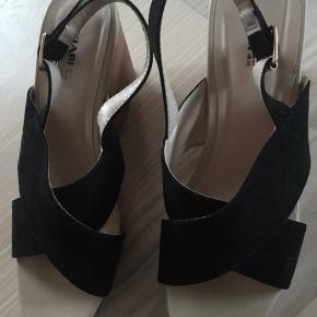 Fine sandaler. Aldrig brugt. Mærke: Kiabi