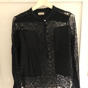 Skjorte med blonder og silke fra By Malene Birger, str 40. Fin stand
