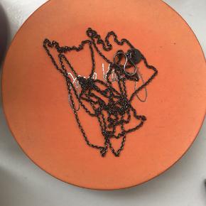 Ankerkæde fra Jane Kønig i rhodineret sølv 80 cm. Brugt sparsomt.